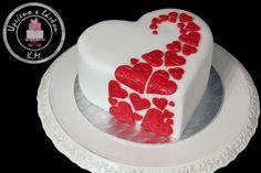 Simple heart cake for birthday.. Vanilla sponge, tiramisú filling, white chocolate buttercream with light coffee touch :-)