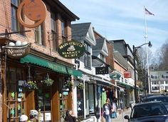 shops and cafes in Concord, Ma Stockbridge Massachusetts, Concord Massachusetts, Lowell Massachusetts, Day Trips From Boston, Main Street, Street View, Sidewalk Cafe, Travel Usa, Travel Tips