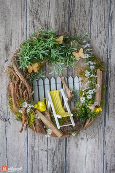 Most current Pictures Spring Wreath 2019 Popular Find some simple the way to help pertaining to wreath making and create a attractive wild spring wre Diy Spring Wreath, Spring Crafts, Wreath Crafts, Diy Wreath, Milk Can Decor, Deco Wreaths, Patriotic Wreath, How To Make Wreaths, Floral Arrangements