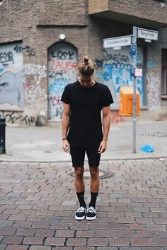 Richy Koll - Nike Sneakers, Nike Socks, Zara Short Pants, HM Shirt, Nike Backpack - With all black in Berlin Supernatural Style Style Outfits, Komplette Outfits, Summer Outfits, Fashion Outfits, Fashion Styles, Men Street, Street Wear, Urban Fashion, Mens Fashion