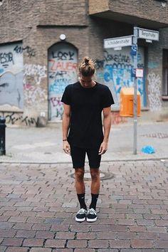 Richy Koll - Nike Sneakers, Nike Socks, Zara Short Pants, HM Shirt, Nike Backpack - With all black in Berlin Supernatural Style Sneakers Mode, Sneakers Fashion, Nike Sneakers, Black Sneakers, All Black Vans, Urban Fashion, Mens Fashion, Fashion Outfits, Fashion Styles