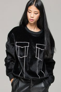 Faux fur sweatshirt with pockets - FrontRowShop