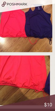 Old Navy set of 2 workout tanks size medium. Old Navy set of 2 workout tanks size medium. Bottom of tops have some elastic and tie as seen in second picture. It creates a nice shape. Old Navy Tops