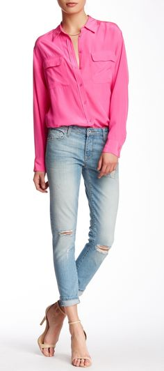 Bright blouse, blue jeans, and nude pumps. Love this look.
