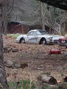 1960 Corvette field car Maintenance/restoration of old/vintage vehicles: the… Old Corvette, Chevrolet Corvette, Chevy, Abandoned Cars, Abandoned Places, Abandoned Vehicles, Vintage Cars, Antique Cars, Junkyard Cars