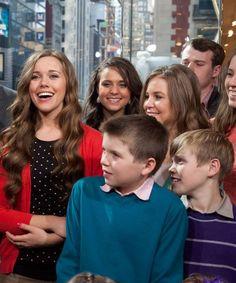 Jessa Duggar Seewald Reveals Her Baby's Very Unusual Name Celebrity Baby Names, Celebrity Babies, Unusual Names, Duggar Family, Couple Photos, Celebrities, Beautiful, Couple Shots, Celebs