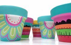 Macetas Pintadas A Mano - $ 180,00 Clay Flower Pots, Flower Pot Crafts, Painted Flower Pots, Painted Pots, Clay Pots, Garden Mural, Garden Art, Pottery Painting, Diy Painting
