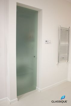 Elegantă, discretă, modernă - ușa din sticlă e o completare firească a unui design de interior de calitate.