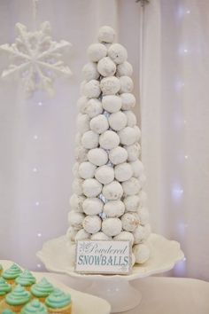 Edible snowballs at a winter ONEderland birthday party See more party ideas at First Birthday Winter, Winter Birthday Parties, 1st Birthday Girls, Frozen Birthday Party, Birthday Cakes, Winter Party Themes, Winter Party Decorations, Winter Parties, Birthday Ideas