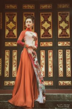 97 #platino #artist Vietnamese Clothing, Vietnamese Dress, Vietnamese Traditional Dress, Traditional Dresses, Ao Dai, Layered Fashion, Asian Fashion, Dress Collection, Beautiful Outfits