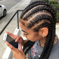 How to style the box braids? Tucked in a low or high ponytail, in a tight or blurry bun, or in a semi-tail, the box braids can be styled in many different ways. Baddie Hairstyles, Box Braids Hairstyles, Girl Hairstyles, Quick Braided Hairstyles, Gorgeous Hairstyles, Curly Hair Styles, Natural Hair Styles, Hair Laid, Braids For Black Hair