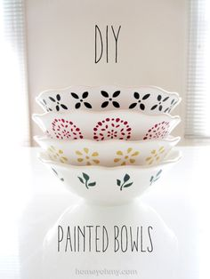 DIY Painted Bowls.  Easy and fun gift idea that's dishwasher safe.