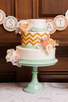Mint details and gold chevron pattern: http://www.stylemepretty.com/illinois-weddings/chicago/2015/05/22/enchanting-chicago-wedding-at-revolution-brewing/ | Photography: Dabble Me This - http://dabblemethis.com/