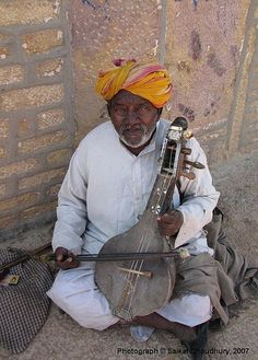 Musician playing rajasthani folk music inside the Majestic Jaisalmer Fort, Rajasthan, India Angus & Julia Stone, Fleet Foxes, Street Musician, Bon Iver, My Fantasy World, Mughal Empire, Rajasthan India, Music Photo, Folk Music