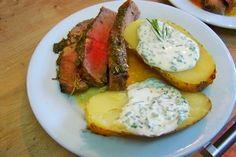 Cuisine en folie: Côte de boeuf au beurre de romarin et croûte de tapenade, pommes de terre au four, crème de ciboulette