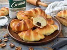 Cornuri moldovenesti cu gem – reteta video Muffin, Cherry, Rolls, Dairy, Cream, Food, Muffins, Meal, Eten