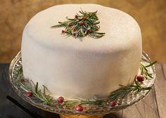 Gnistrande jultårta Odense, Christmas Inspiration, Butter Dish, Mousse, Fondant, Decorative Plates, Dishes, Tablewares, Gum Paste