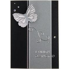 Kiinnitä ääriviivatarraperhonen valkoiselle helmiäispaperille, leikkaa irti reunoja myöten ja kiinnitä kohotarrapaloilla korttipohjaan. Tarvikkeet ja ideat Sinellistä!