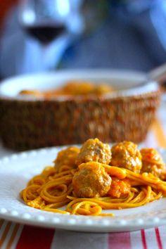 As Minhas Receitas: Almôndegas em Leite de Coco e Especiarias com Esparguete de Caril