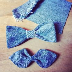 thriftstyled: Make bowties or hair bows out of old jeans Diy Jeans, Recycle Jeans, Upcycle, Jean Crafts, Denim Crafts, Diy Fimo, Diy Kleidung, Diy Accessoires, Do It Yourself Fashion