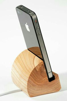 DIY Phone Stand and Dock Ideas That Are Out of The Box - Iphone Stand - Ideas of Iphone Stand - Make your own classy wooden cell phone stand perfect for your desk or at home. Wooden Projects, Wood Crafts, Diy And Crafts, Diy Projects, Woodworking Plans, Woodworking Projects, Woodworking Shop, Diy Phone Stand, Wood Phone Stand