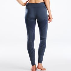 Your warm winter base layer, the Juno tights are a seamless tight featuring bolt patterns engineered into the fabric. A wide waistband with plenty of length, these tights are perfect on their own, with your favorite boots, or under your ski layers.