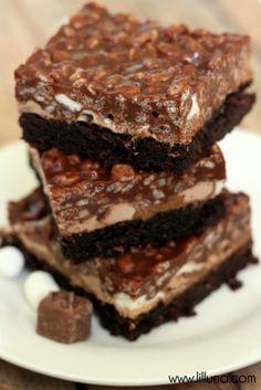 Milky Way Caramel Crispy Brownies { lilluna.com }