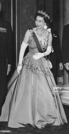 April Queen Elizabeth arriving at the Louvre last night to attend the State Banquet given by the French Government in honour of the State Visit /original photo Hm The Queen, Royal Queen, Her Majesty The Queen, Save The Queen, Princess Margaret, Princess Kate, Windsor, Royal Uk, Royal Life