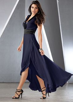 BLACK(BK) An special evening awaits you with a gown like this. from VENUS