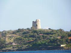 Torre visibile dalla spiaggia di Coaquaddus, Sant'Antioco