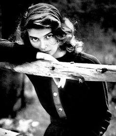 Swedish actress Ingrid Bergman, a young woman with enchanting eyes. Collezione leggerissimi: http://www.leggerissimi.it/it/modelli-occhiali-senza-montatura/donna/vista/ingrid.php
