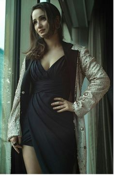 Turkish Women Beautiful, Turkish Beauty, Turkish Actors, Bodycon Dress, Actresses, Celebrities, Turkey, Film, Classic