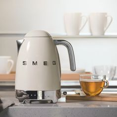 Did you know? Today is 'Brew Monday', a day dedicated to staying connected despite our distance – something more important than ever this year. Why not take 5, grab a cuppa and call your loved ones to turn this particularly blue day on its head! #smeg #smeguk #smegkitchen #brewmonday #tea #freshbrew #kettle #breakfastideas #mondaymorning #morningwakeup #smallappliances Smeg Kitchen, Retro Kitchen Appliances, Small Appliances, Perfect Cup Of Tea, Breakfast Set, 50 Style, Brewing Tea, Heating Element, Accessories