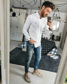 Moda men, mens casual jeans, casual outfit for men, casual summer outfits, Mens Fashion Blog, Mens Fashion Suits, Fashion Outfits, Prom Outfits, Work Fashion, Men With Street Style, Casual Street Style, Casual Jeans, Men Casual