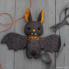 Learn How to Craft the Cutest Felt Baby Bat Stuffie - Lia Griffith Fun Halloween Crafts, Halloween Felt, Sewing Crafts, Sewing Projects, Needle Felted, Felt Baby, Felt Patterns, Stuffed Animal Patterns, Felt Ornaments