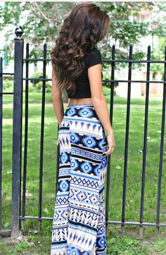 Maxi skirt and crop top for a senior picture outfit. Love it.
