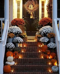 decor ideas 80 Elegant Ways to Decorate for Fall Fall Thanksgiving Halloween Autumn Decorating ideas outdoor front door interior design tablescapes table settings pumpkins flowers Porche Halloween, Fall Halloween, Halloween Ideas, Scarecrow Ideas, Halloween Flowers, Halloween House, Deco Haloween, Pumpkin Flower, Autumn Decorating