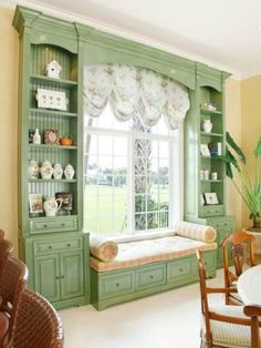 Built in bookcase and window seat around living room windows? (Hate the curtains and deco in this pic, though) Casa Retro, Big Windows, Front Windows, Patio Windows, Patio Doors, My New Room, Home Fashion, Built Ins, My Dream Home