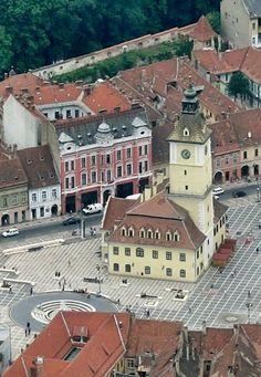 Brașov Council Square (Piața Sfatului), Romania   by Carol Orban                                                                                                                                                                                 Mehr Brasov Romania, Republic Of Macedonia, Central And Eastern Europe, Bosnia And Herzegovina, Stunning View, Albania, Montenegro, Amazing Destinations, Solo Travel