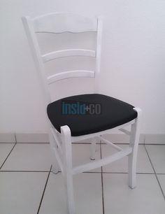 Vous avez des chaises rustiques dans votre grenier? Ne les jetez pas... Voici une idée décoration pour donner une seconde vie à vos chaises en bois. Tout d'abord, sortez vos caisses à outils et prenez de quoi dévisser, couper, agrafer, poncer et afin peindre. Par la suite il vous faudra de la mousse ou de…