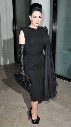 Dita Von Teese Day Dress - Dita showed off her pin-up-girl flair while hitting Paris Fashion Week. Dita Von Teese Burlesque, Dita Von Teese Style, Old Hollywood Glamour, Vintage Glamour, Dita Von Tease, Dresses Elegant, Vintage Mode, Katharine Hepburn, Fashion Mode