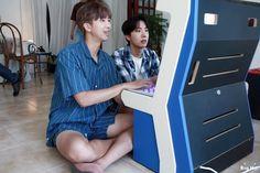 RM y J-Hope. Namjoon 💟💟 y Hoseok 💙😻💙😻 BTS season's greetings Jimin, Bts Bangtan Boy, Bts Boys, Jung Hoseok, Kim Namjoon, Seokjin, Foto Bts, Kpop, Bts Season Greeting