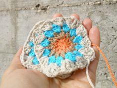 pedepato by Carla Martins, crochet granny square, yarn Carícia @Rosários 4, clover needles (published: www.facebook.com/pedepato.handmade/photos/pb.101873246533773.-2207520000.1423747226./764547516933006/?type=3&theater)