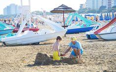 Sandburgen bauen geht immer © Elisabeth Hotter Hotels, Strand, Fair Grounds, Fun, Travel, Sunroom Playroom, Family Vacations, Viajes, Destinations