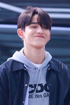 i like how boyfriend vibe :( Lucas Nct, Nct 127, Winwin, Mark Lee, Jaehyun, K Pop, F4 Boys Over Flowers, He Has A Girlfriend, Young K