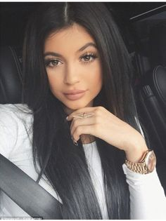 Kylie Jenner, youngest of the kardashian clan is gorgeous I personally think she is prettier than Kim kardashian! Eyebrow Makeup Tips Moda Kylie Jenner, Tyga And Kylie, Estilo Kylie Jenner, Kylie Jenner Style, Kylie Jenner Black Hair, Jenner Hair, Kylie Jenner Jumpsuit, Kylie Jay, Maquillaje Kylie Jenner