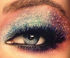 ... THAT MAKEUP IS AMAZING.......<3