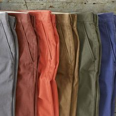 Tips to match colored chinos (in portuguese)