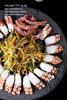 다음의 요리는요... 제가 명절때는 아니지만, 시댁에 만들어갔던 요리인데, 아버님과 어머님이 엄청 좋아하... Korean Side Dishes, Food Porn, K Food, Spicy Recipes, Asian Recipes, Cooking Recipes, Food Design, Food Decoration, Daily Meals