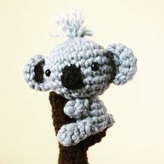 This is a crochet pattern (in English) to make a cute Koala hugging a tree trunk. The trunk can be made into a finger puppet if desired. Finished product is 3 inches tall if made with hook size and yarn weight indicated.